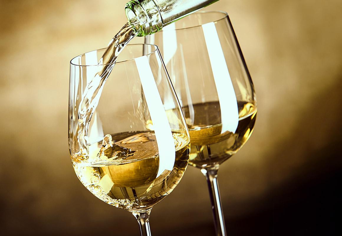 時と共にさまざまな表情を見せる 黄金色に輝く白ワイン